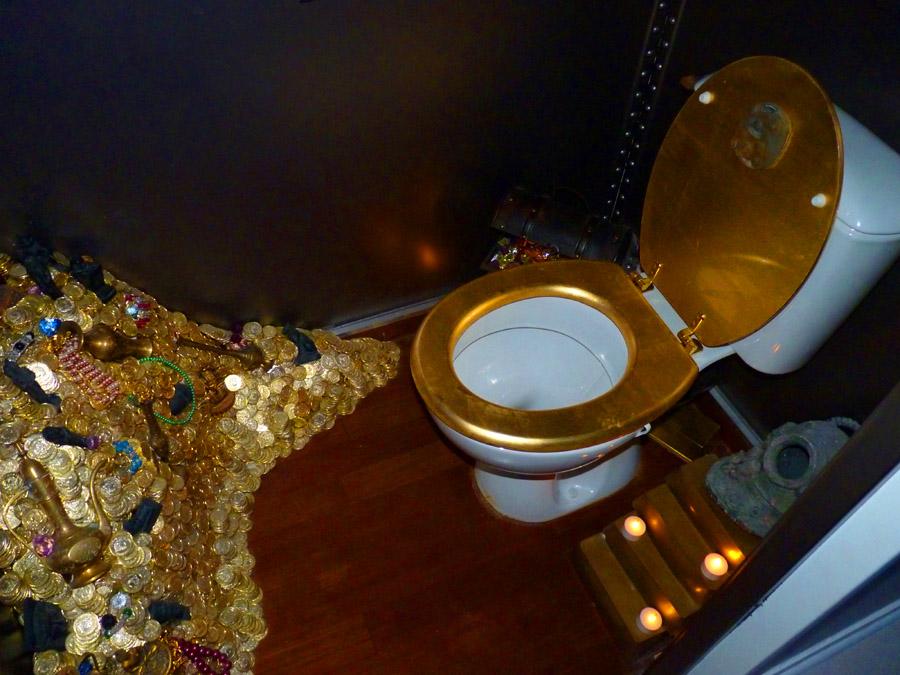 Nautilus submarine sous marin disneyland paris toilets wc toilettes4