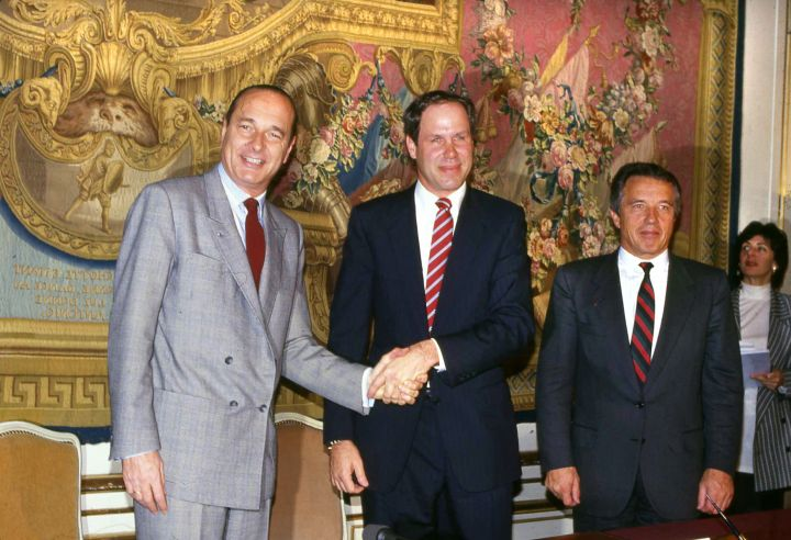 disneyland paris euro disney michael eisner jacques chirac france signature convention