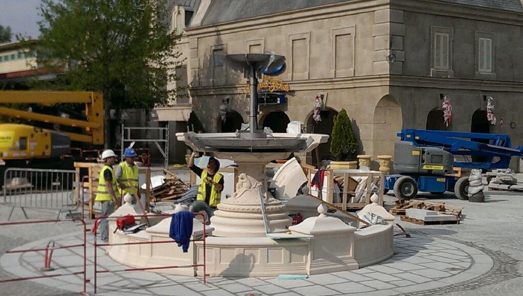 Attraction Ratatouille - The adventure - L Aventure Totalement Toquee de Remy construction Walt Disney Studios Disneyland Paris 10 juillet 2014 Disney Pixar
