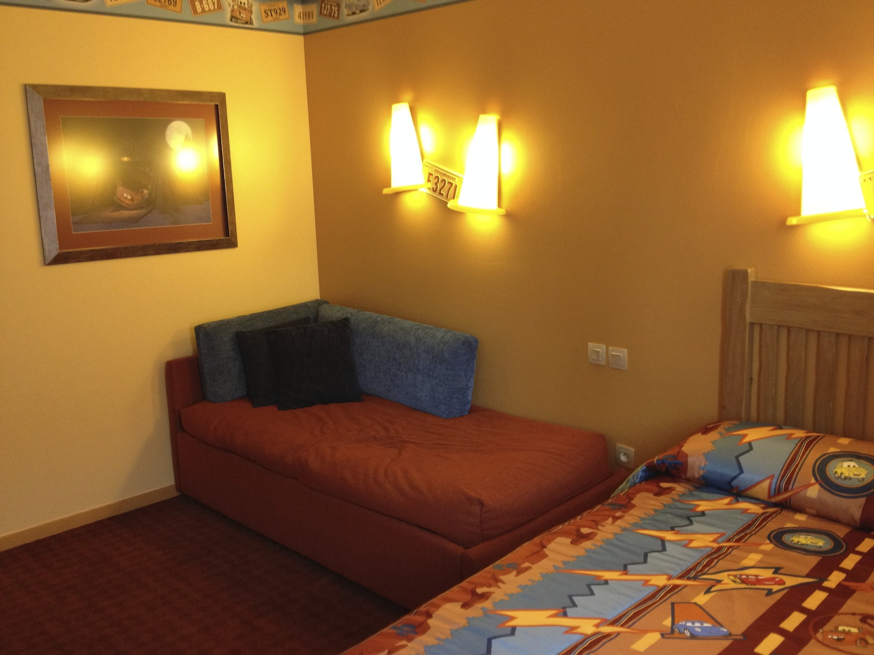 Chambre hotel santa fe cars disneyland paris room le for Chambre hotel disney