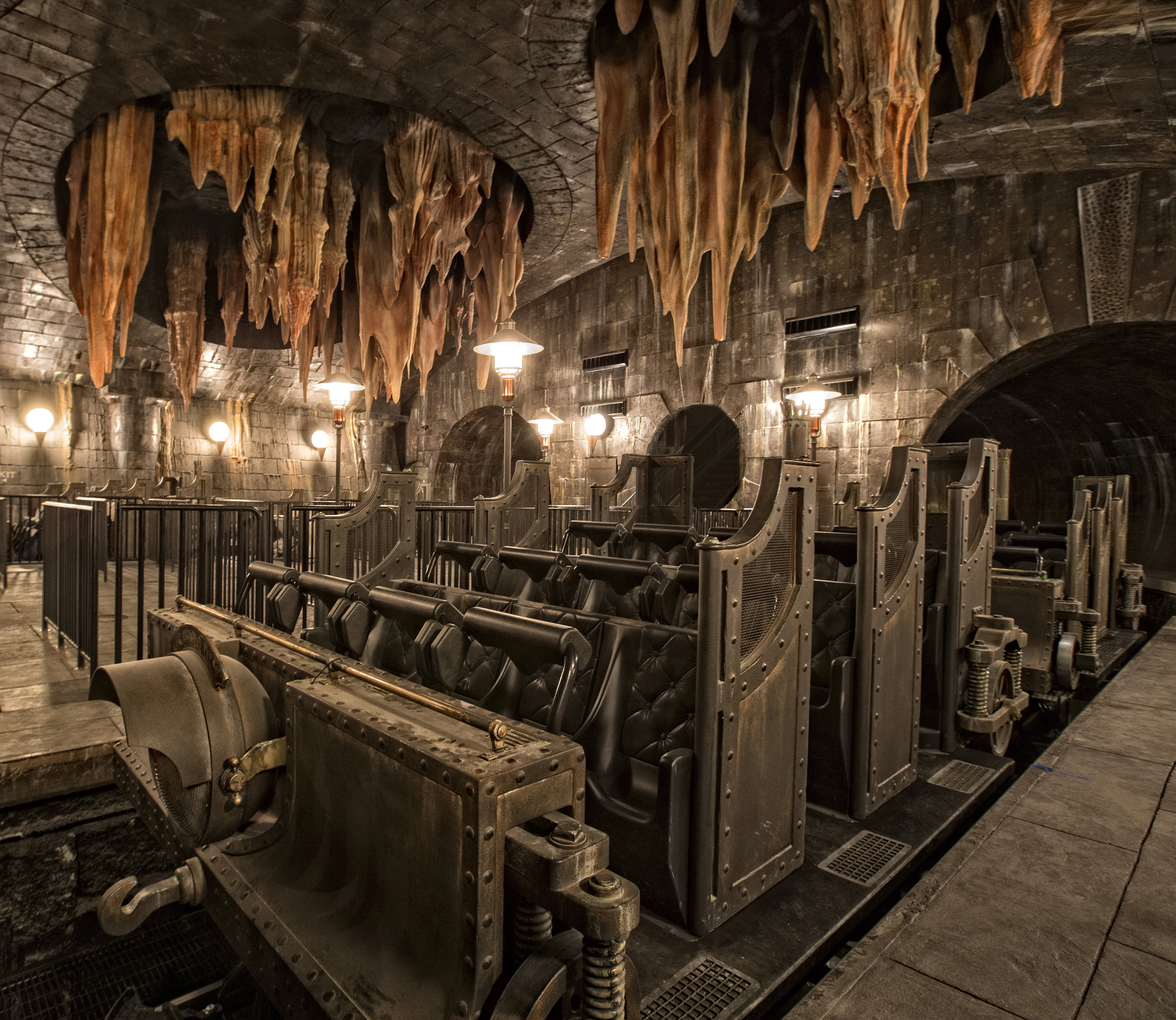 harry potter-and-the-Escape-from-Gringotts-diagon alley universal